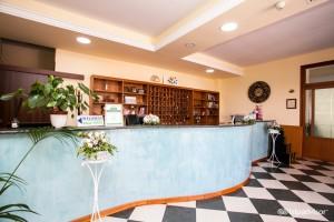 Interno Reception Hotel Puglia